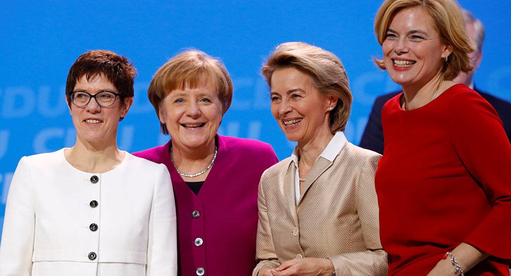Annegret Kramp-Karrenbauer, Angela Merkel, Ursula von der Leyen ve Julia Kloeckner