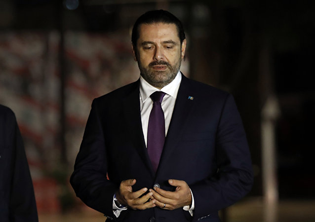 Saad Hariri babasının mezarı başında dua ediyor