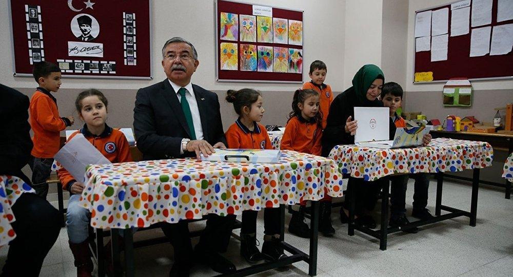 Aile ve Sosyal Politikalar Bakanı Fatma Betül Sayan Kaya ile Milli Eğitim Bakanı İsmet Yılmaz