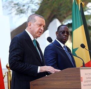 Senegal'e resmi ziyaret gerçekleştiren Cumhurbaşkanı Recep Tayyip Erdoğan, Senegal Cumhurbaşkanı Macky Sall ile Senegal Cumhuriyet Sarayı'nda ortak basın toplantısı düzenledi.