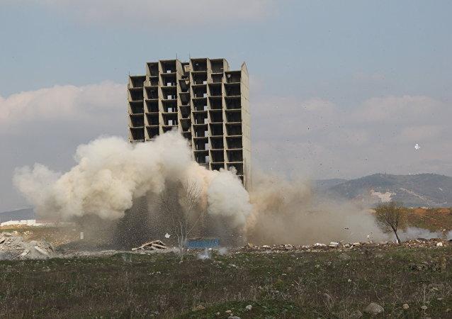 300 kilo dinamitle patlatılan bina yıkılamadı