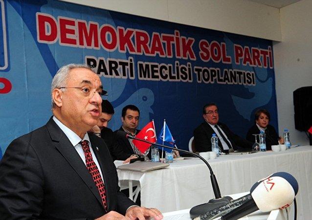 Demokratik Sol Parti (DSP) Genel Başkanı Önder Aksakal Antalya'nın Kemer ilçesinde düzenlenen partisinin meclis toplantısında konuşma yaptı. 17-02-2018