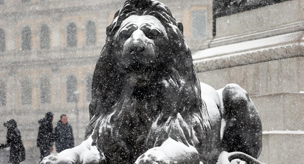 Londra Trafalgar meydanı- kar yağışı