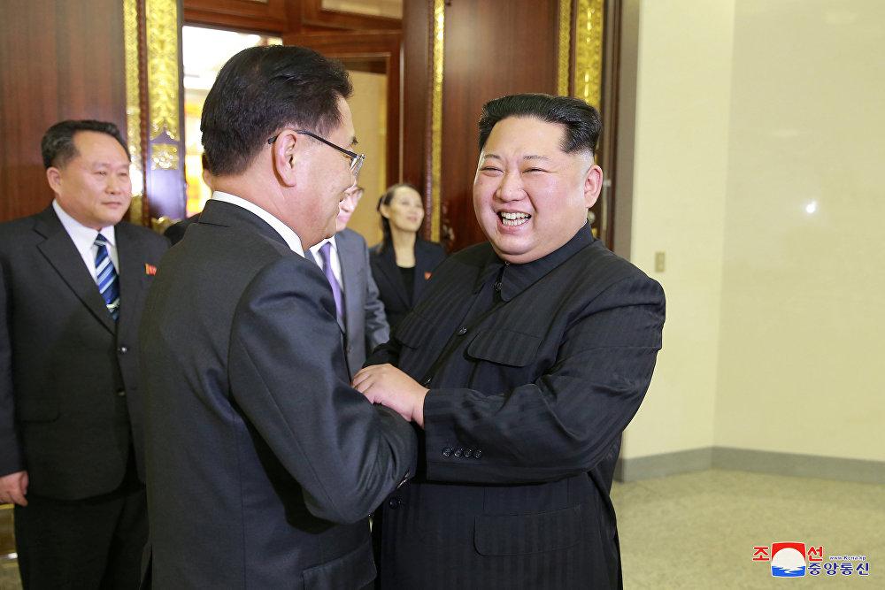 Kuzey Kore Merkez Haber Ajansı (KCNA), Kim'in heyeti 'sıcak bir şekilde' karşıladığını ve onlarla 'samimi görüşmeler' yaptığını vurgulayarak Kim, Kore Yarımadası'nda akutlaşmış askeri gerginliği hafifletme ve çok yönlü diyalog, temas, işbirliği ve mübadele konularında derinlemesine fikir alışverişinde bulundu ifadelerini kullandı. Açıklamada Kim, Kuzey-Güney ilişkilerinde güçlü ilerleme kararlılığını, tutarlı ve ilkeli duruşumuzu ayrıca ulusumuzun ortak çabaları yoluyla ulusal birleşmenin yeni tarihini yazmayı yeniden açık bir şekilde anlattı dendi.