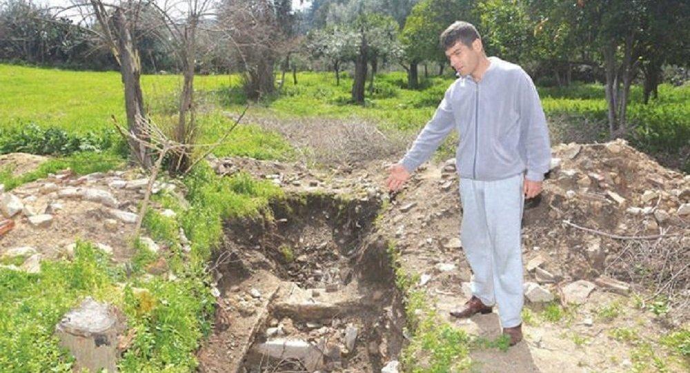 Tuvalet çukuru kazarken Roma dönemine ait mozaik buldu