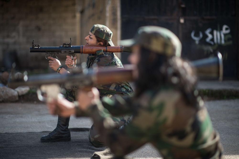 Çeşitli ülkelerin silahlı kuvvetlerinde kadın askerler