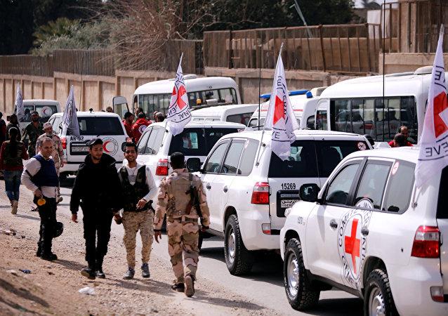 El Vafedin mülteci kampı yakınındaki Kızılhaç konvoyu