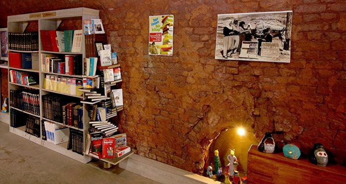 Çankaya Belediyesi temizlik işçilerinin çöpten çıkardıkları kitaplarla kurduğu kütüphane