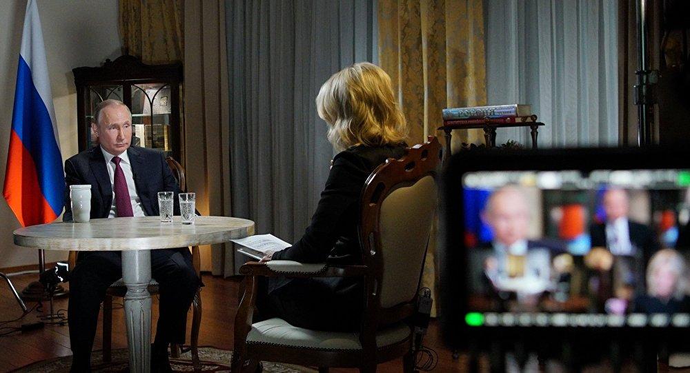 Rusya Devlet Başkanı Vladimir Putin ve NBC sunucusu  Megyn Kelly.