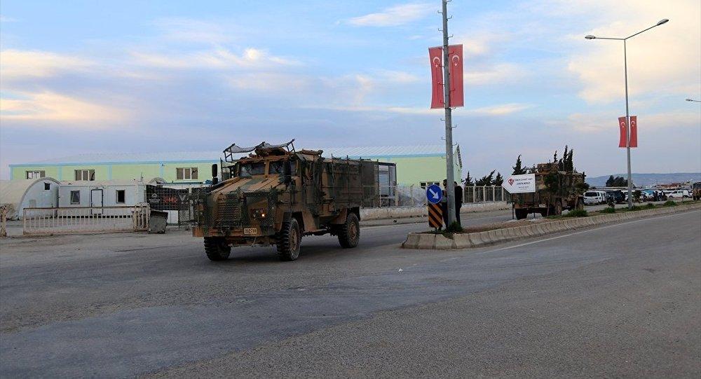 Afrin sınırındaki Kilis'e obüs ve zırhlı araç sevkiyatı