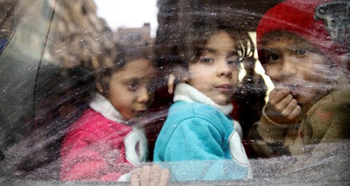 Doğu Guta'dan tahliye edilen siviller