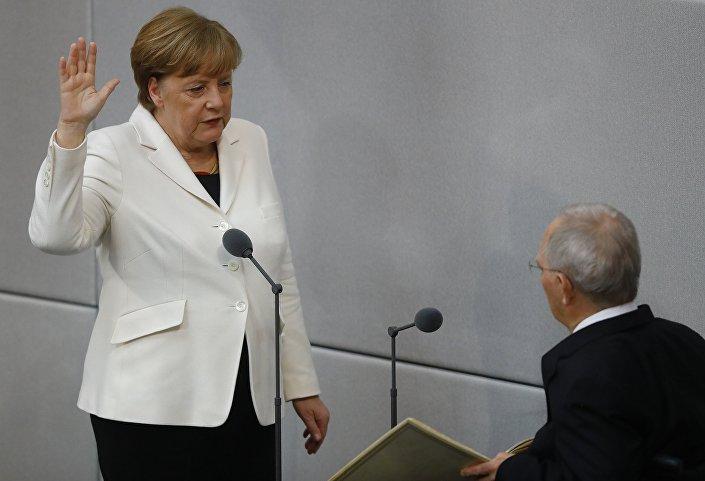 364 'eve't oyu, CDU, kardeş partisi CSU ve SPD'nin toplam vekil sayısının oylarından 35 oy az.