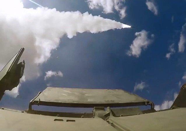 Rus uçaksavar birliklerinden Tor-M2 hava savunma sistemiyle tatbikat