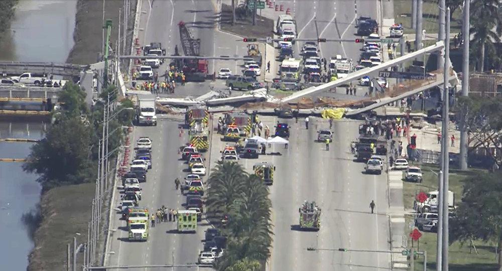 Miami'de köprü çöktü