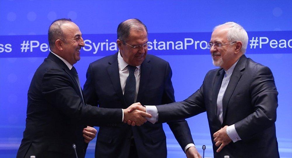 Türkiye-Rusya-İran Dışişleri Bakanları Kazakistan'da, Suriye konulu 9. Astana toplantısına katıldı. Toplantıya katılan Dışişleri Bakanı Mevlüt Çavuşoğlu (solda), Rusya Dışişleri Bakanı Sergey Lavrov (ortada) ve İran Dışişleri Bakanı Cevad Zarif (sağda) ortak basın toplantısı düzenledi.