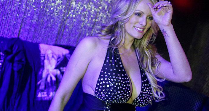 Stormy Daniels striptiz şovu, Gossip Gentleman Club, Long Island, New York