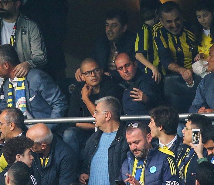 Spor Toto Süper Lig'in 26. haftasında Fenerbahçe ile Galatasaray Ülker Stadı'nda karşılaştı. Karşılaşmayı Fenerbahçe'nin eski oyuncusu Alex De Souza da izledi.