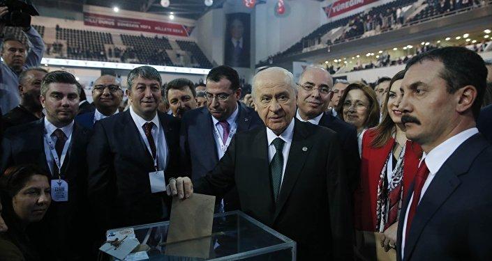 MHP Kurultayı'nda oy kullanan Devlet Bahçeli