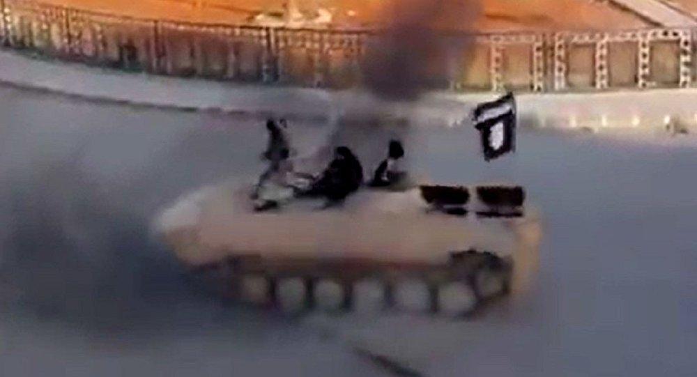 Rakka'da tankla drift yapan IŞİD'li Ahmet K.