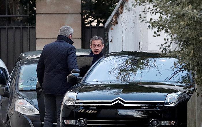 Hakkında yolsuzluk soruşturması açılan Sarkozy, adli denetimle serbest bırakıldı