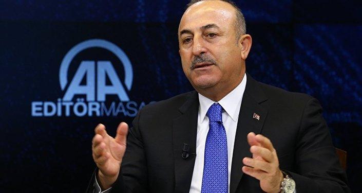 Dışişleri Bakanı Mevlüt Çavuşoğlu, Anadolu Ajansı (AA) Editör Masası'na konuk olarak AA Yönetim Kurulu Başkanı ve Genel Müdürü Şenol Kazancı ile editörlerin sorularını yanıtladı.