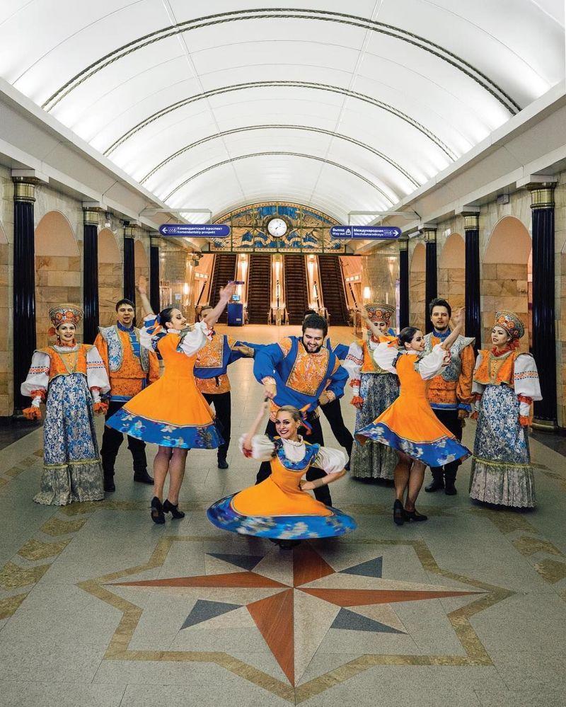 St. Petersburg Metrosu'ndan renkli görüntüler