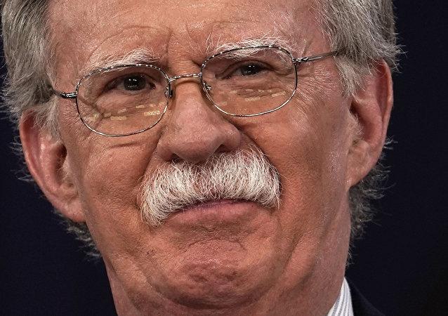 Bush yönetiminin en şahin, en neo-com isimlerinden John Bolton Trump'ın Ulusal Güvenlik Danışmanı olarak geri döndü