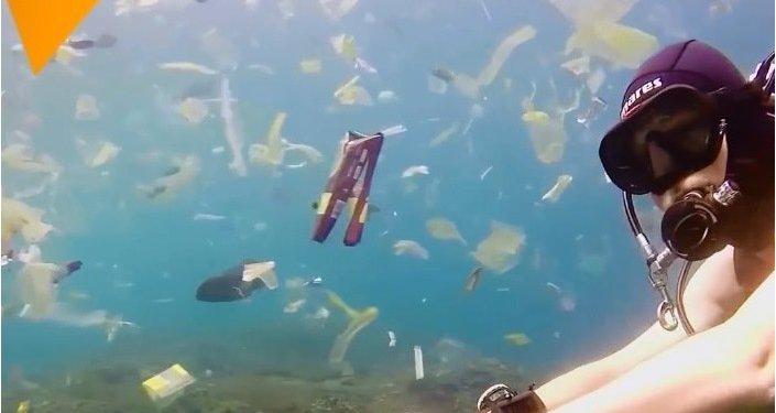 Okyanuslar yüzen plastik çöplüğüne dönüşüyor