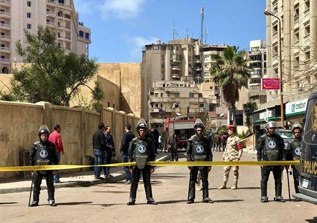 Mısır'ın İskenderiye kentinde park halinde bir araca yerleştirilen bombanın patlaması sonucu 1 polisin hayatını kaybettiği ve 4 kişinin de yaralandığı bildirildi.