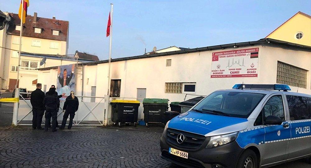 Almanya'da aynı gün içerisinde 3 camiye saldırı