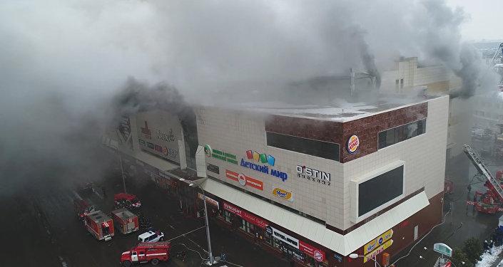 Rusya'nın Keremovo kentinde bir alışveriş merkezinde yangın