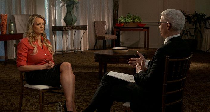 Trump ile 2006'da Başkan evliyken cinsel ilişki yaşadığını açıklayan porno yıldızı Stormy Daniels CBS'in '60 Dakika' adlı programına katıldı