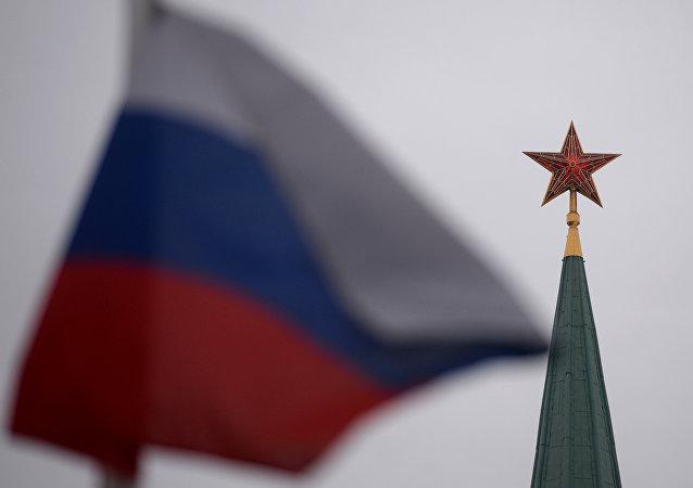 Kremlin- Rusya bayrağı