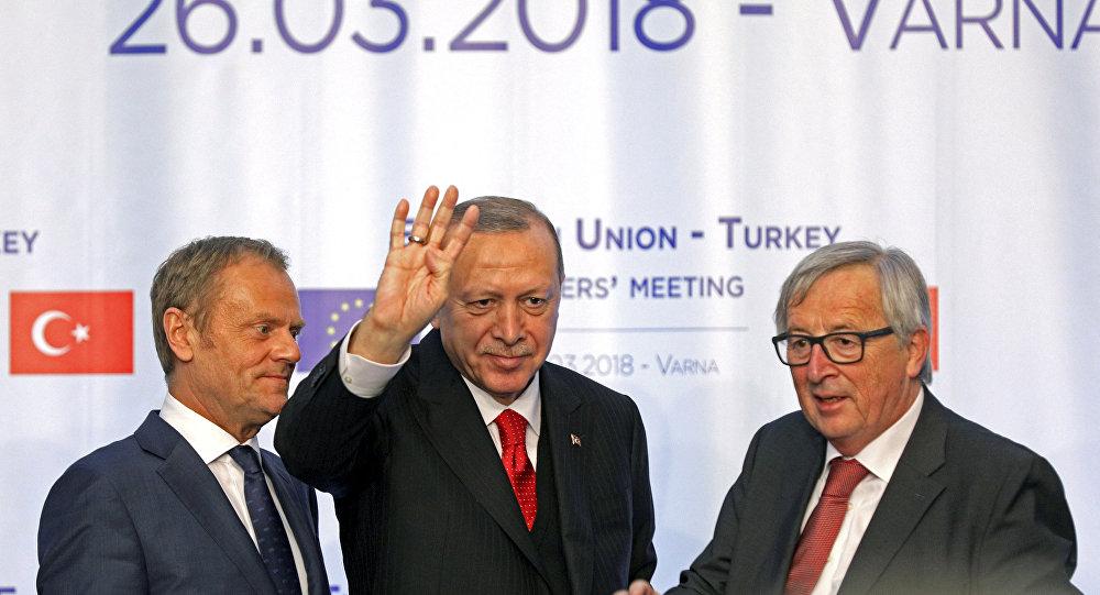 Avrupa Konseyi Başkanı Donald Tusk, Türkiye Cumhurbaşkanı Recep Tayyip Erdoğan, AB Komisyonu Başkanı Jean-Claude Juncker