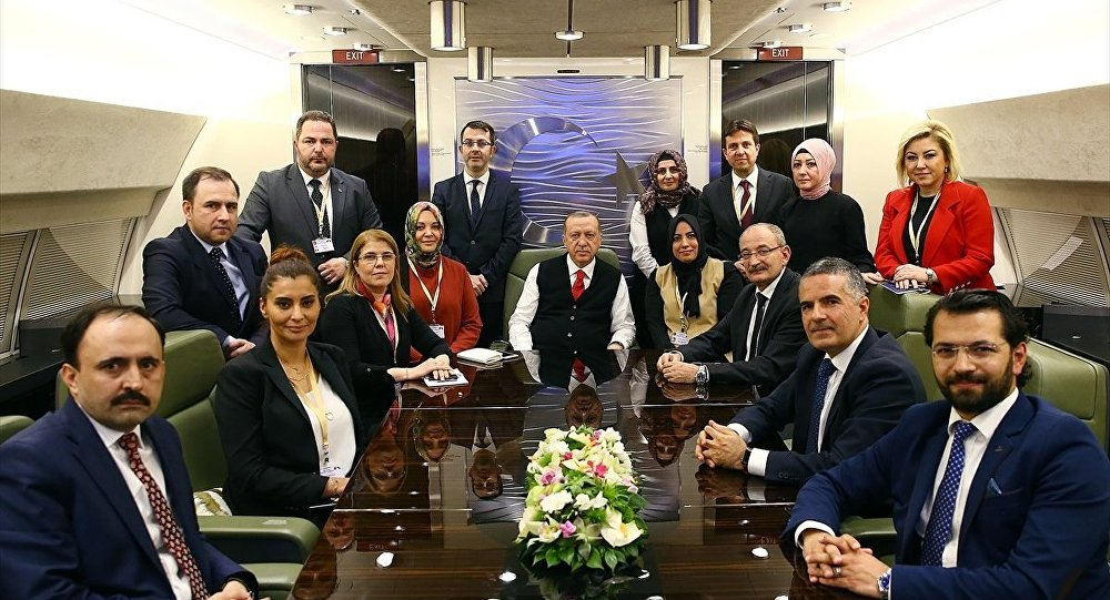 Cumhurbaşkanı Recep Tayyip Erdoğan, Bulgaristan'daki temaslarının ardından yurda dönerken uçakta gazetecilerle bir araya geldi.