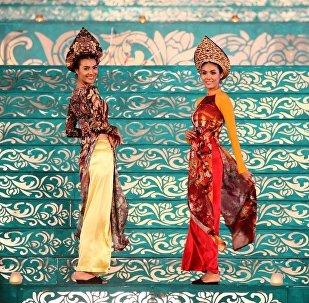Vietnam geleneksel kıyafetleri ao dai'lardaki Rus halk motifleri