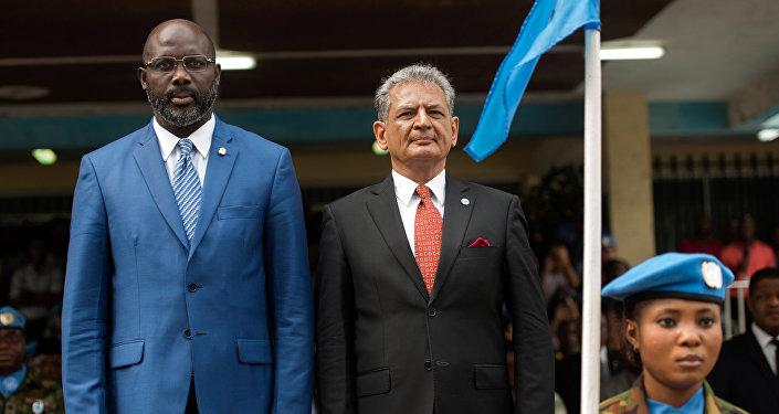 Eski futbolcu ve Liberya Devlet Başkanı George Weah ile BM Liberya Özel Temsilcisi Farid Zarif