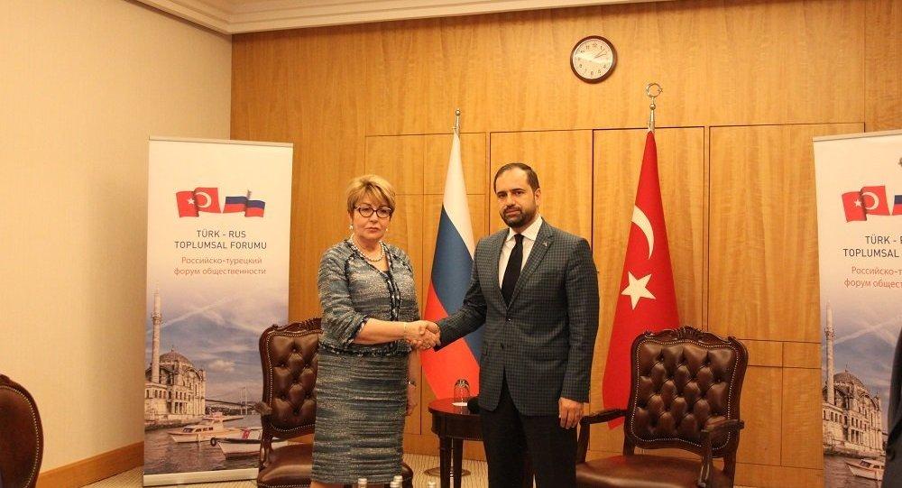 Rus-Türk Toplumsal Forumu Eş Başkanları Ahmet Berat Çonkar ve Eleonora Mitrofanova