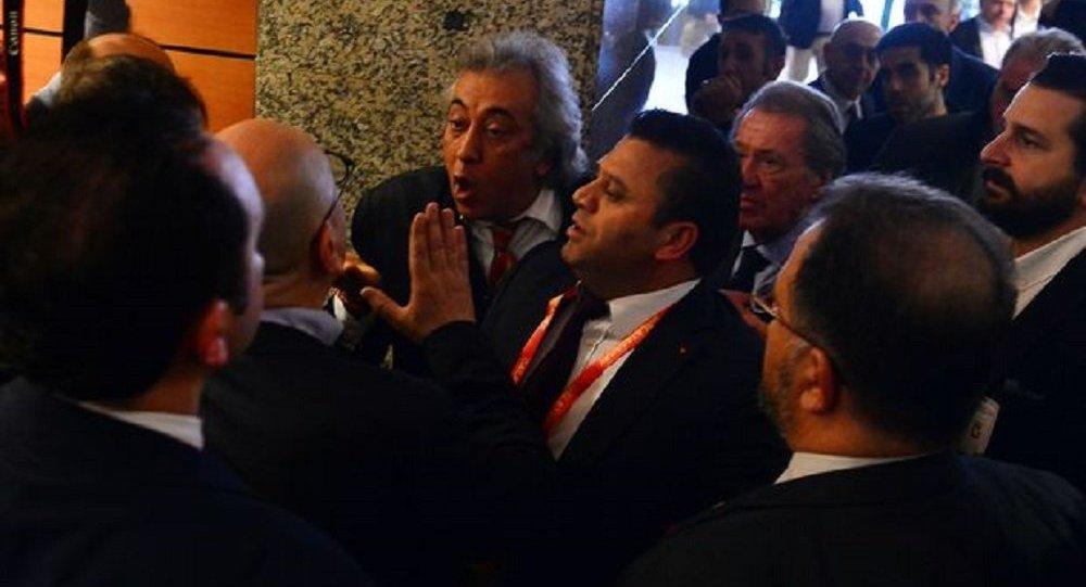 Galatasaray Mali Genel Kurulu'nda gerginlik