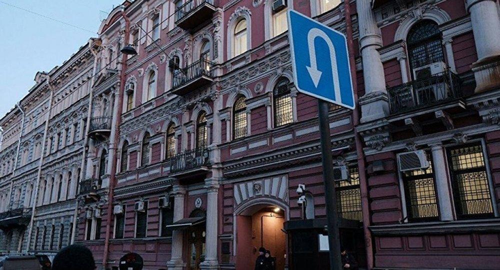ABD'nin St. Petersburg Başkonsolosluğu'ndaki bayrak söküldü