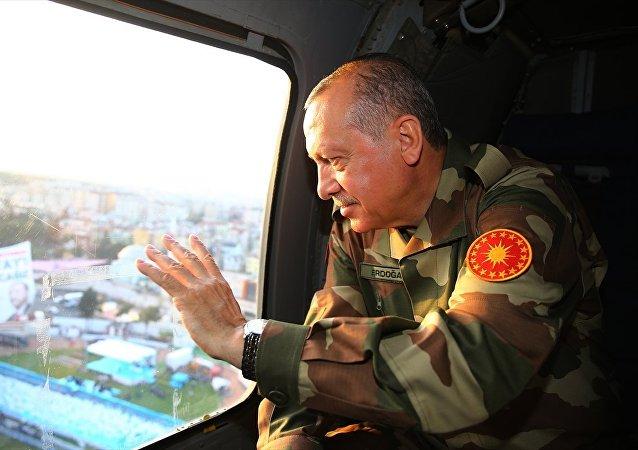 Cumhurbaşkanı Recep Tayyip Erdoğan, Hatay'da sınır birliklerini ziyaret etmek üzere Antakya'dan ayrıldı.