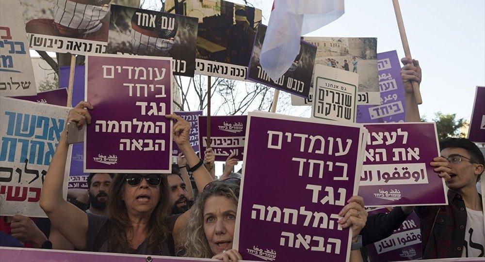 Tel Aviv'de İsrail'in Gazze saldırısı protesto edildi