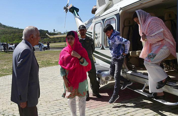 Malala Yusufzay, Svat Vadisi'ni ordu helikopteri ile ziyaret etti