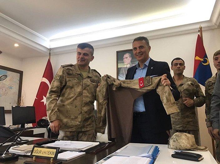 Beşiktaş Kulübü Başkanı Fikret Orman, Askerlerimize moral vermeye geldik dedi.