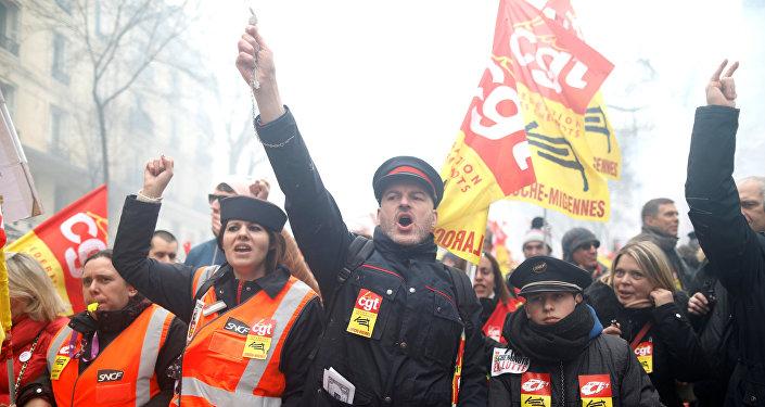 Fransa devlet demiryolları operatörü SNCF grev Paris
