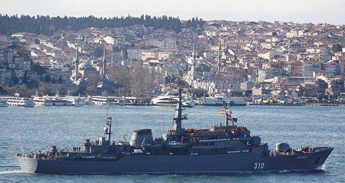 Rus gemisi İstanbul Boğazı'ndan geçti