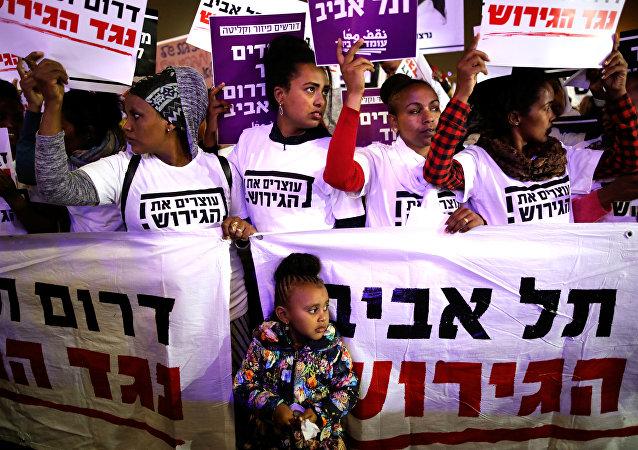 İsrail, 2018, 24 Mart'ta Tel Aviv'de Afrikalı göçmenlerin toplu sınırdışı edilmesine karşı düzenlenen protestoya 25 bin kişi katıldı.