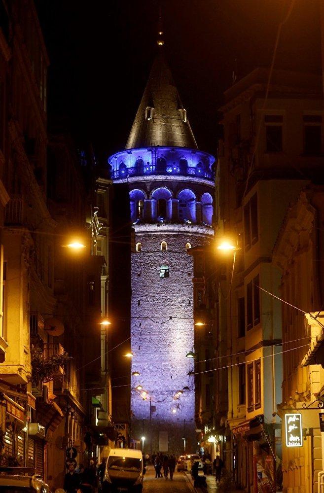 İstanbul, Otizm Farkındalık Günü için maviye büründü