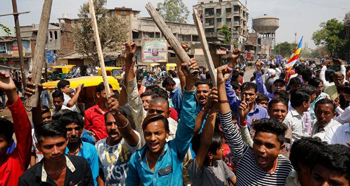 Hindistan'da milyonlarca çalışan greve gitti