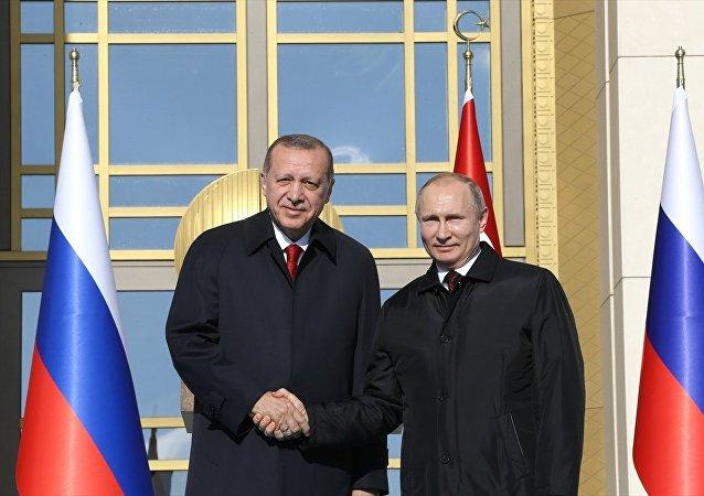 Cumhurbaşkanı Recep Tayyip Erdoğan ve Rusya Devlet Başkanı Vladimir Putin, Cumhurbaşkanlığı Külliyesi'nde video konferans yoluyla Akkuyu Nükleer Santrali Temel Atma Töreni'ne katıldı